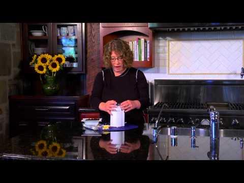 Cuisinart Coffee Grinder (DCG 20N) Demo Video